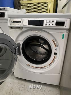 MHN30PR Maytag Commercial Washing Machine, Front-Load, 120V, 60Hz, Used